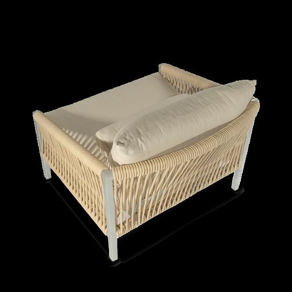 Altesano Rock fotelja za hotele od konopa beige boje - namjestaj za hotele i terase sa velikim jastucima od tkanine sa UV zaštitom protiv izbljeđivanja.
