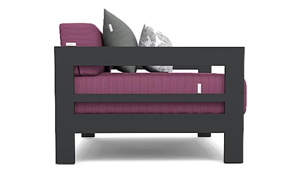 Altesano Luxe fotelja za hotele - vrtni namještaj za terase. Fotelja Luxe tamno sive konstrukcije sa purpule jastucima i spužvom za ugostiteljstvo.